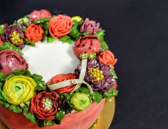 украшение торта кремовыми цветами